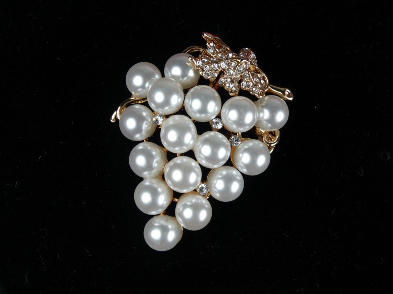 Brosa aurie - struguri din perle si cristale