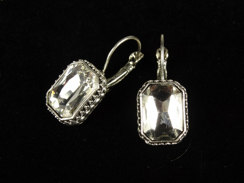 Cercei argintii dreptunghiulari si cristale