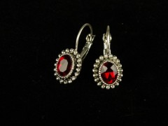 Cercei argintii ovali si cristale rosii