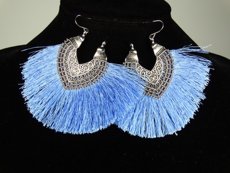 Cercei ciucuri albastri