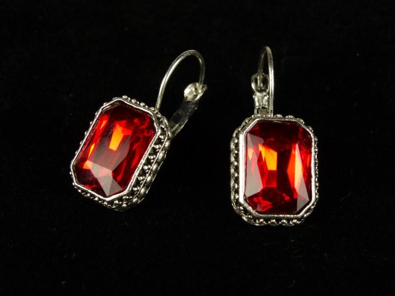 Cercei dreptunghiulari cristale rosii