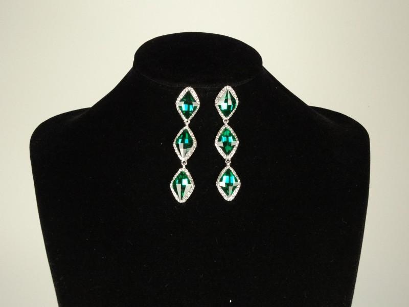 Cercei lungi cu cristale verzi