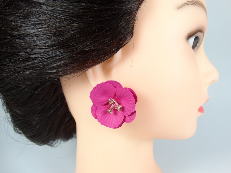 Cercei model cu flori si cristale fucsia