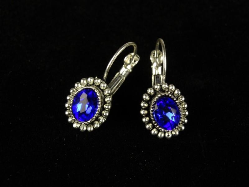 Cercei ovali argintii si cristale albastre