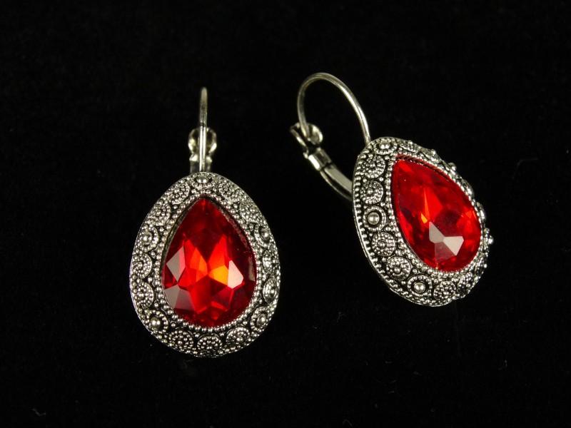 Cercei argintii si cristale rosii