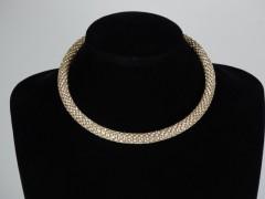 Colier auriu si cristale