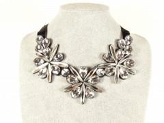 Colier cristale flori argintii