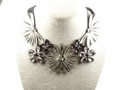 Colier cristale flori gri argintii