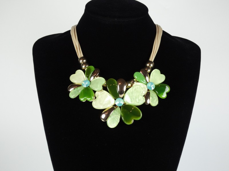 Colier flori verzi