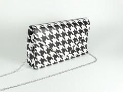 Geanta tip plic forme geometrice alb negru