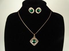 Set lantisor si cercei auriu si cristale verzi