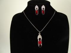 Set lantisor si cercei argintiu si cristale rosii ovale