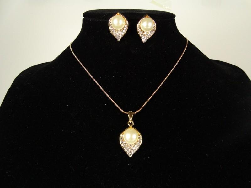 Set lantisor si cercei auriu cristale si perlute