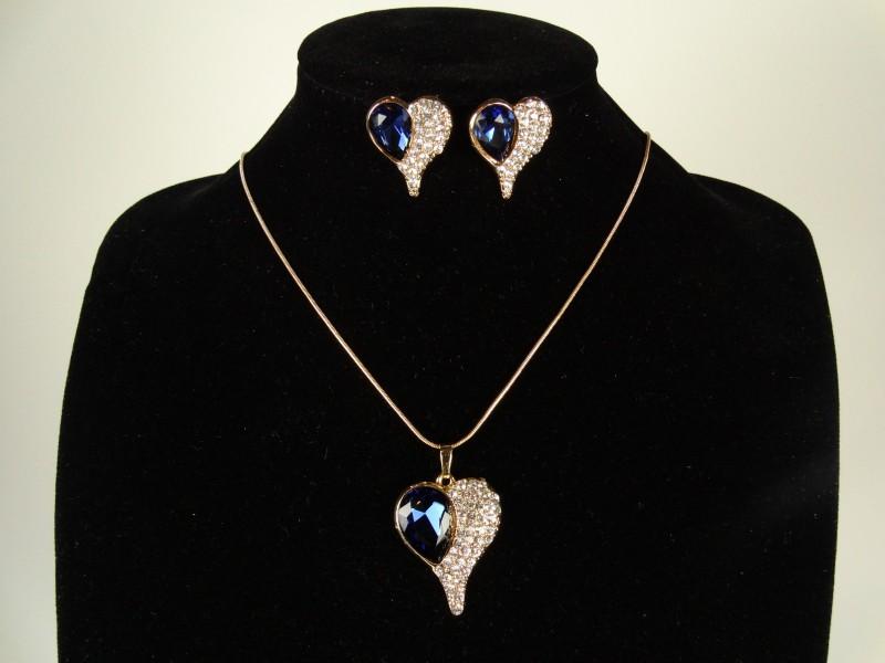 Set lantisor si cercei auriu si cristale albastre