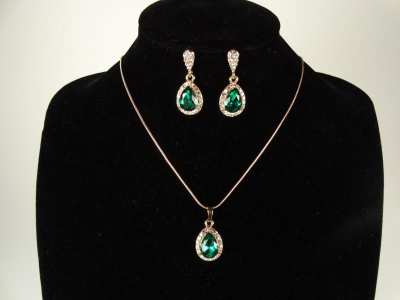 Set lantisor si cercei auriu si cristale para verzi