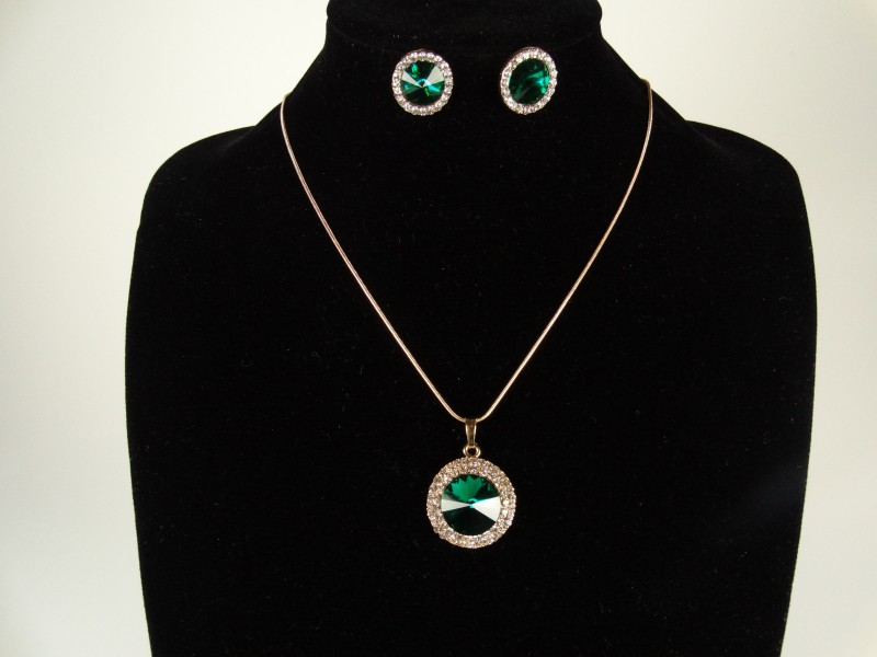 Set lantisor si cercei auriu si cristale rotunde verzi