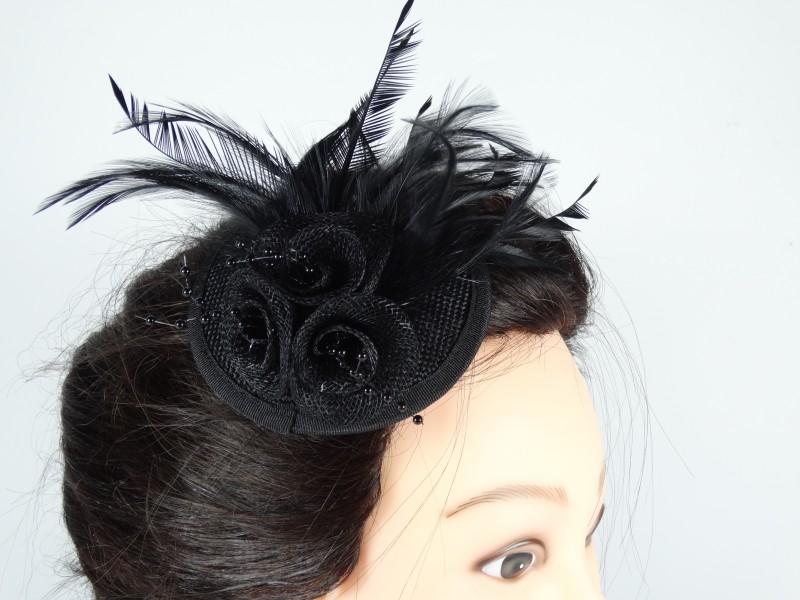 Voaleta model floral pene si margele negre