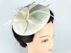 Voaleta - palarie model floral alb fildes pene
