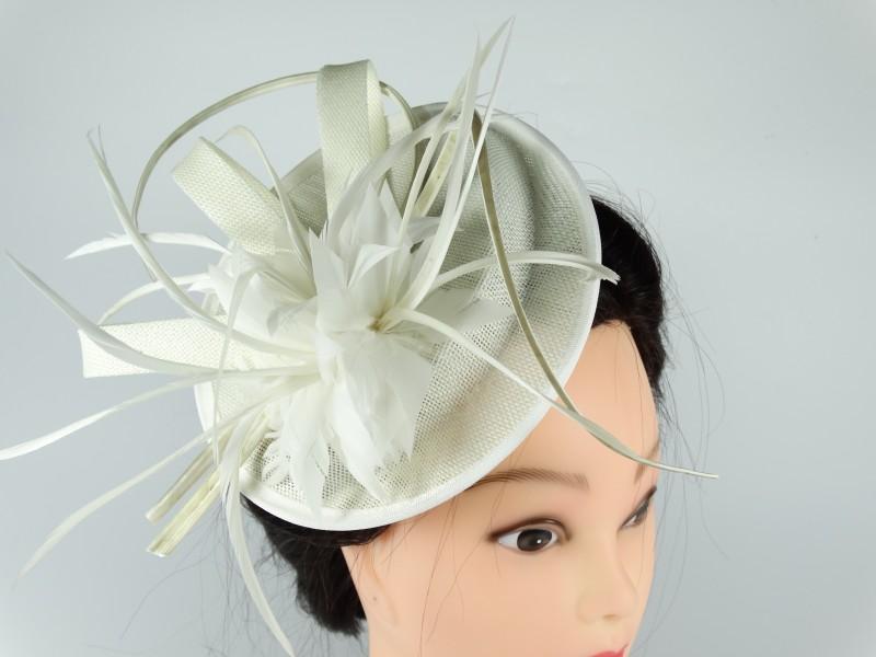 Voaleta - palarie model floral din pene alb ivory