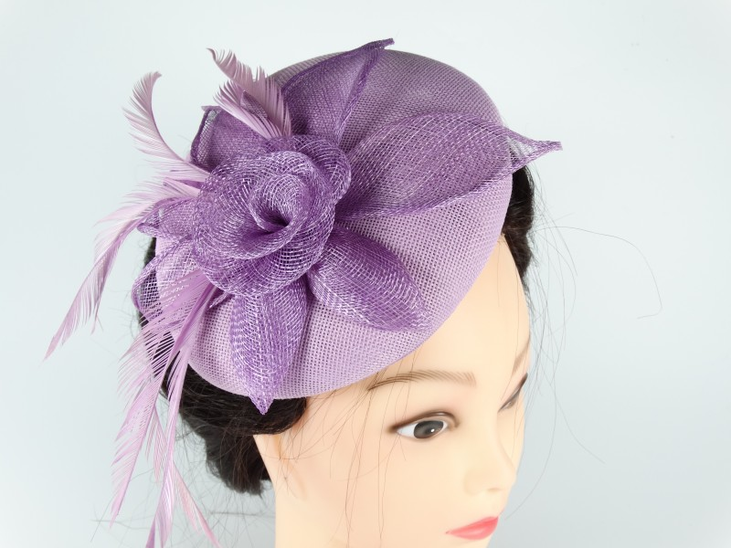 Voaleta - palarie model floral pene violet